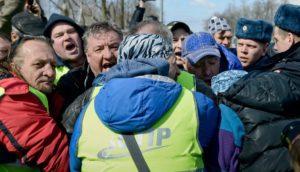 Дальнобойщики Новосибирска вышли протестовать против «Платона»