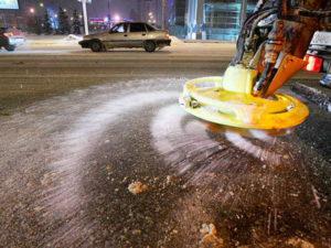 Вместо соли на новосибирских дорогах будет «Бионорд»
