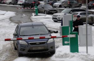 Локоть проверил, как работают платные парковки