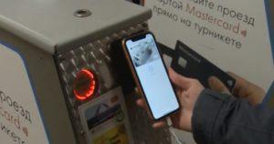 Жители Новосибирска чаще платят в метро карточками