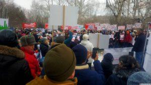 Новосибирцы митингуют против строительства мусорной свалки