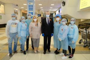 Травников поблагодарил медиков-волонтёров