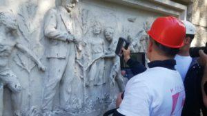 Уникальный барельеф с новосибирской школы отсканируют