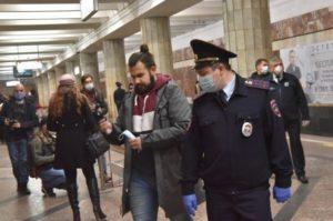 Нарушителей масочного режима не пускают в новосибирское метро