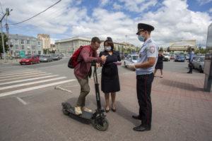 В Новосибирске начинают действовать ограничения по катанию на электросамокатах
