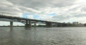 С новосибирского моста опять сняли асфальт